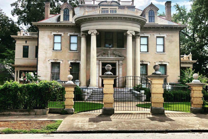 Eine Villa gehört zur Königsklasse der Immobilien - was aber genau ist eine Villa?